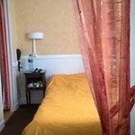 Chambre avec lit 120 2 fenêtres , calme et donnant sur cour intèrieure