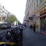Calle del parking hacia el hotel