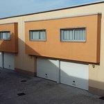 garages abajo y habitaciones arriba