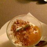 Desserten; forfrosne fjellpiker m. multesaus og søt brødkrumme