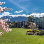 Distinction Te Anau Hotel Exterior overlooks Lake Te Anau
