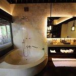 Stunning & spacious bathroom