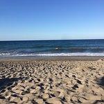Strand...sehr schön, Liegen gratis, leider viele Zigaretten im Sand