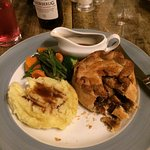 Steak pie with Ruddles Ale gravy