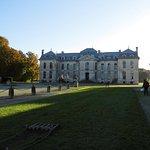 Château de Vaux (vu de l'entrée du domaine)