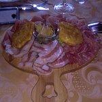 In ordine: gnocchi al sugo di selvaggina, tagliatelle finferli e cinghiale, polenta taragna con
