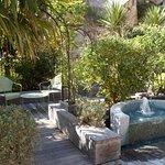 Petit jardin aux abords du restaurant