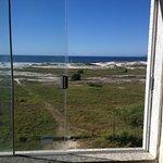 Essa é a vista de quem fica em um dos quartos na parte da frente do hotel! Praia das Dunas