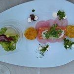 Tartar vom Lachssashimi Röstitaler