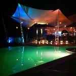 Bar y piscina