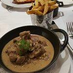 Poireaux vinaigrette, foie gras mi-cuit maison, homard grillé et risotto et rognons sauce moutar
