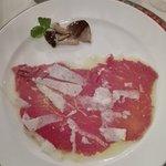 Battuta di carne con parmigiano e funghi porcini