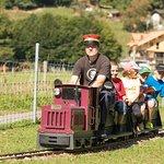 Kindereisenbahn auf dem Gelände. Fährt im Sommer an einzelnen Tagen.