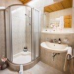 Badezimmer Appartement Enzian