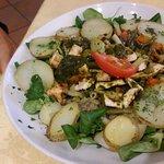 insalata con pollo verdure e salsa verde