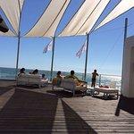 Vistas el hotel, piscina y restaurante de la playa