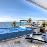 Sky Suite D pool