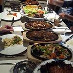 Overzicht van tafel bij aanvang diner, ziet er geweldig uit!