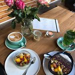 Wunderbarer Kaffee, tolle Overnight Oats & Acai Bowl