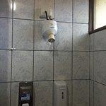 El baño y el sistema de ducha ☹️