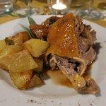 Leckeres Perlhuhn mit Rosmarinkartoffeln beim abendlichen 4 Gänge Menü