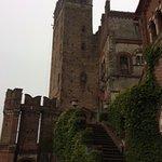 Ponte levatoio e torre del castello
