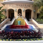 Hollywood Hotel Exterior Fountain Entrance Close