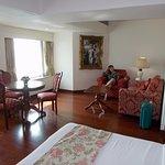 lit, salle à manger et salon