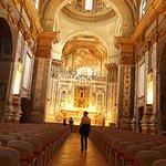 Navata centrale ed altare maggiore chiesa barocca