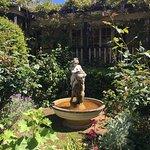 推荐!!The guesthouse suprised us by beautiful gardens and vintage style. Big rooms and thoughtful