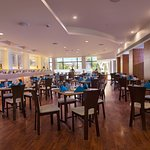 Open House, Round the clock casual dining restaurant