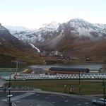 Il lago di Tignes e sullo sfondo il ghiacciaio della Gran Motte