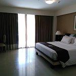 Kamar kami, ruangan yang luas , ukuran kasur king size disertai 4 bantal, nyaman !