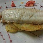 Filetto di pescato del giorno su croccante di patate speziate