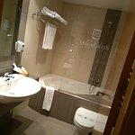 baño de la habitación 208