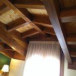 detalle del techo en la habitación.