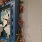 Wall decor in lavatory vesrtibule