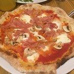 Pizza Tre Gusti z Mozarellą Di Bufala - bardzo smaczna
