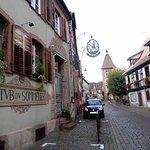 village pittoresque et belle entrée du restaurant