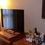Televisor y minibar