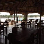 Pool, Bar, Terrasse und Speisesaal