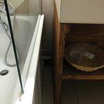 Nid à bêtes et poussières - très agréable proche de la baignoire