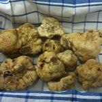 Les truffes blanches d'alba et noires d'ombre.