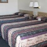 2 x queen beds