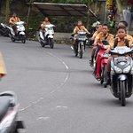 """Ab 14 Jahren ist das Motorrad Pflicht .... Helme werden """"nur in der Stadt"""" verlangt."""