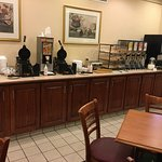 Country Inn & Suites - breakfast