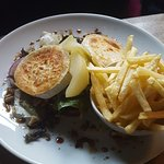 Goats cheese salad with pear and fries