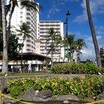 vista do hotel na praça em frente
