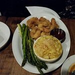 Fried shrimp with asparagus & mac & cheese