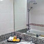 Rain-Shower & bathtub